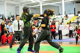dos luchadoras combatiendo