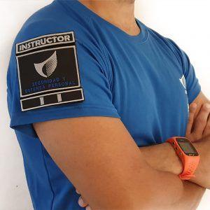 seguridad-defensa-personal-camiseta-detalle-instructor